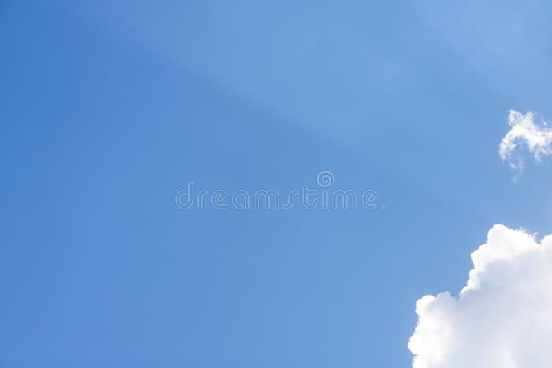 μπλε σαφές λευκό ουραν&omic στοκ εικόνες με δικαίωμα ελεύθερης χρήσης