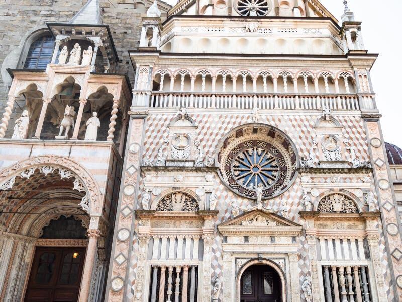 μπροστινή άποψη του μέρους και Cappella Colleoni βασιλικών στοκ φωτογραφία με δικαίωμα ελεύθερης χρήσης
