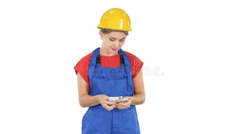 Νέα εύθυμα θηλυκά τραπεζογραμμάτια μισθών εκμετάλλευσης εργαζομένων σε ευρώ στο άσπρο υπόβαθρο στοκ εικόνα
