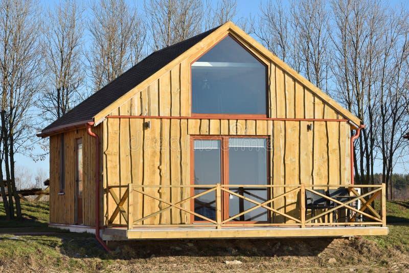 Νέο σπίτι διακοπών για την πώληση στοκ φωτογραφίες