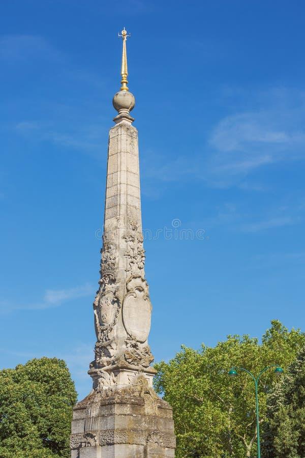 Να εξετάσει επάνω την πυραμίδα των bois de Vincennes στοκ εικόνες με δικαίωμα ελεύθερης χρήσης