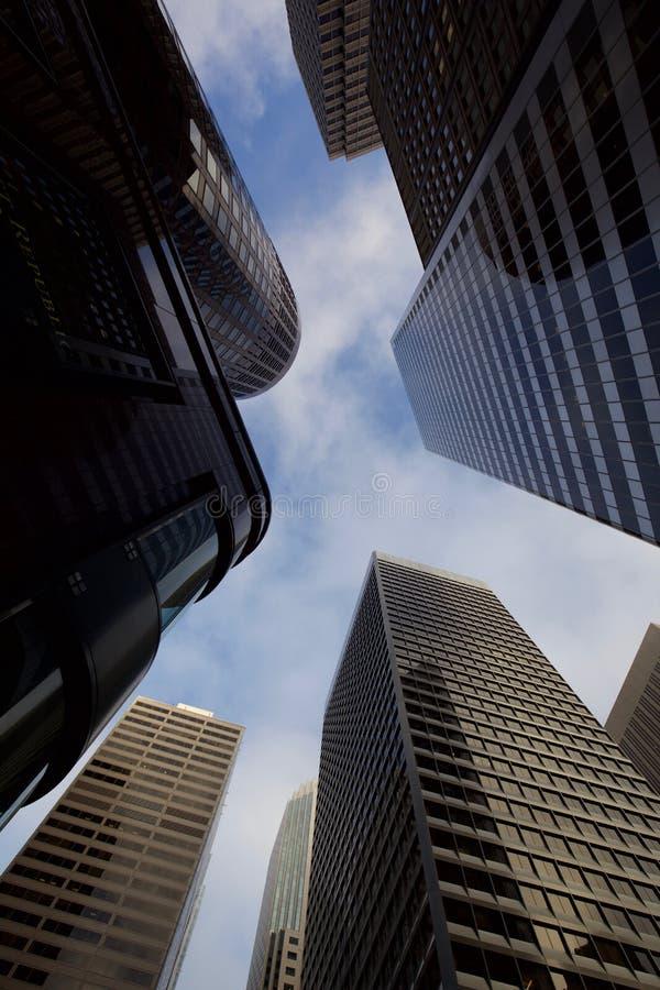 Να εξετάσει επάνω τους ουρανοξύστες στο Σαν Φρανσίσκο στοκ φωτογραφίες