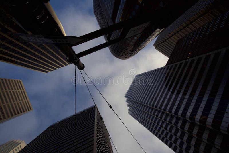 Να εξετάσει επάνω τους ουρανοξύστες στο Σαν Φρανσίσκο στοκ φωτογραφία με δικαίωμα ελεύθερης χρήσης