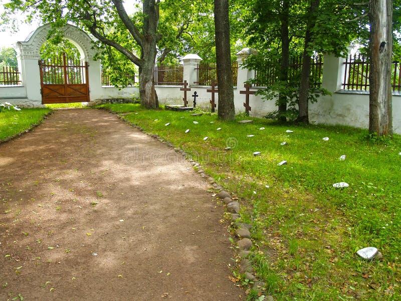 Νεκρικές πέτρες στο παλαιό αδελφικό νεκροταφείο Stavropegial μοναστήρι spaso-Preobrazhensky Valaam στοκ εικόνα με δικαίωμα ελεύθερης χρήσης