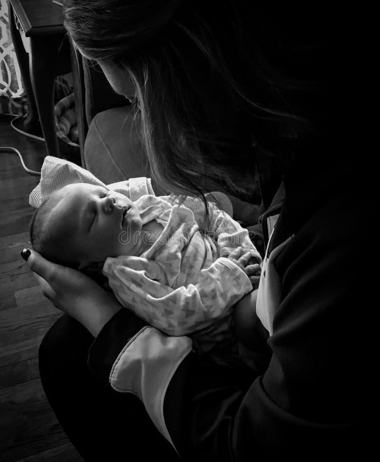 Νεογέννητα μητέρα και παιδί στοκ εικόνες
