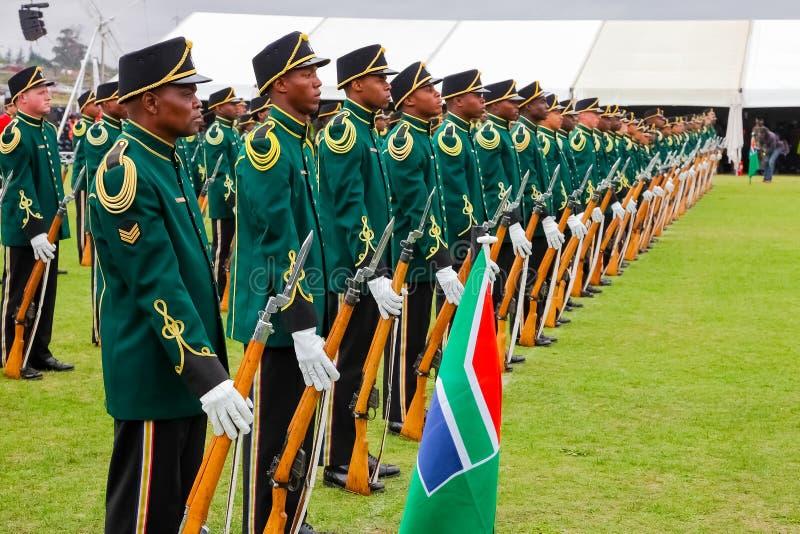 Νοτιοαφρικανικοί στρατιώτες αμυντικής δύναμης στην παρέλαση στοκ εικόνα με δικαίωμα ελεύθερης χρήσης