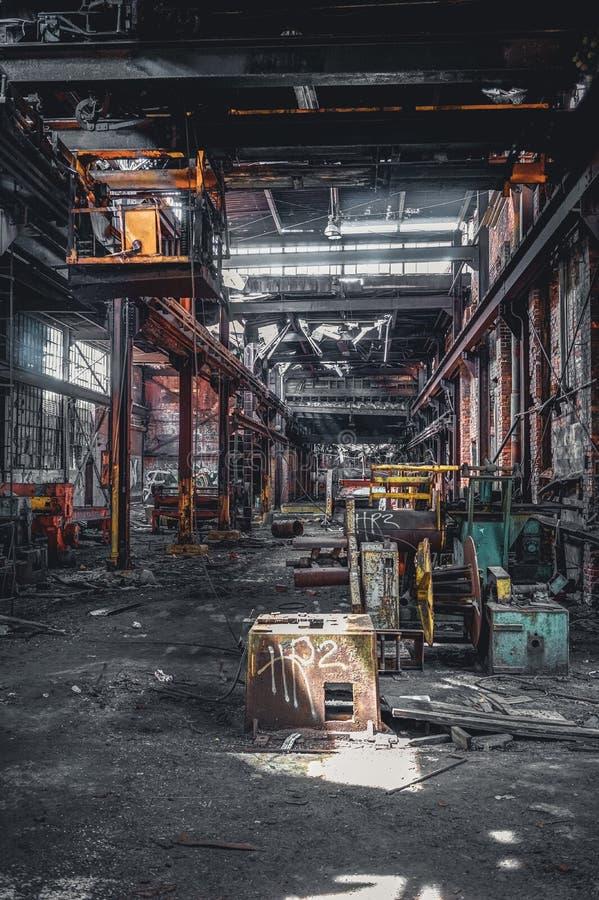 Ντιτρόιτ, Μίτσιγκαν, Ηνωμένες Πολιτείες - 18 Οκτωβρίου 2018: Άποψη του εγκαταλειμμένου γκρίζου εργοστασίου σιδήρου στο Ντιτρόιτ Ν στοκ εικόνα με δικαίωμα ελεύθερης χρήσης