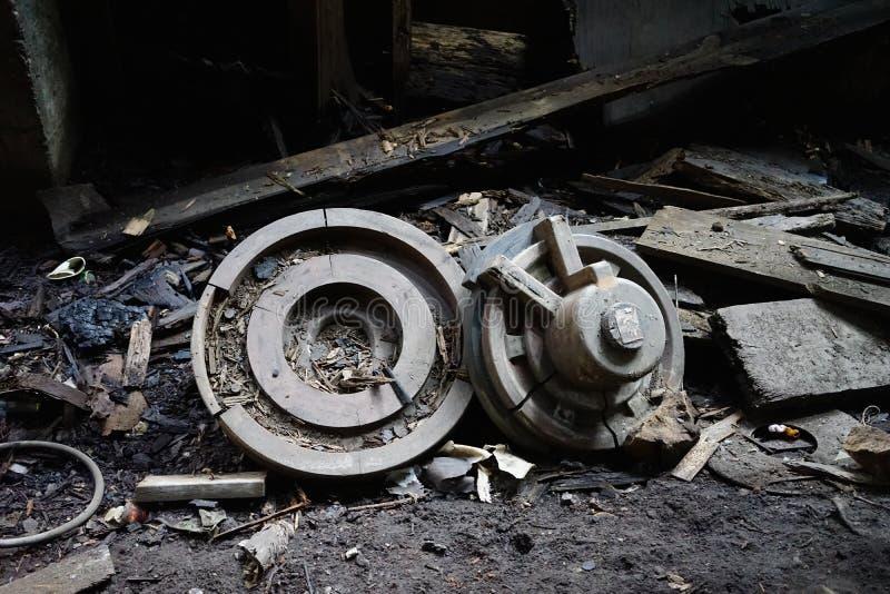 Ντιτρόιτ, Μίτσιγκαν, Ηνωμένες Πολιτείες - 18 Οκτωβρίου 2018: Άποψη του εγκαταλειμμένου γκρίζου εργοστασίου σιδήρου στο Ντιτρόιτ Ν στοκ εικόνες