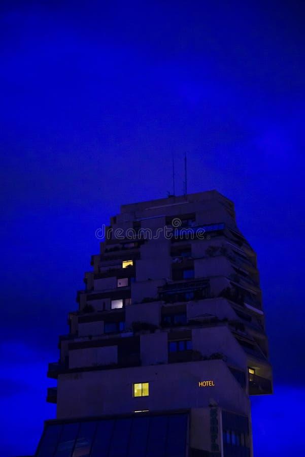 Ξενοδοχείο τη νύχτα, Μονπελιέ, Γαλλία στοκ εικόνα με δικαίωμα ελεύθερης χρήσης