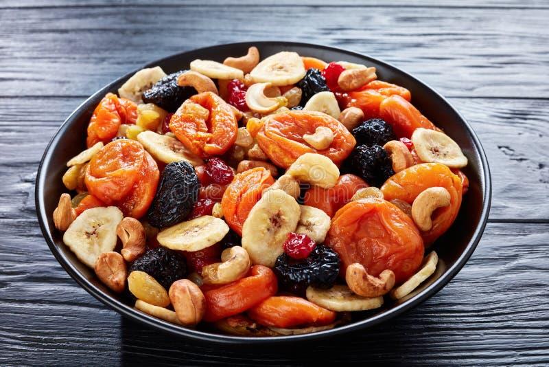 Ξηρά οργανικά φρούτα και μίγμα καρυδιών, flatlay στοκ φωτογραφία με δικαίωμα ελεύθερης χρήσης