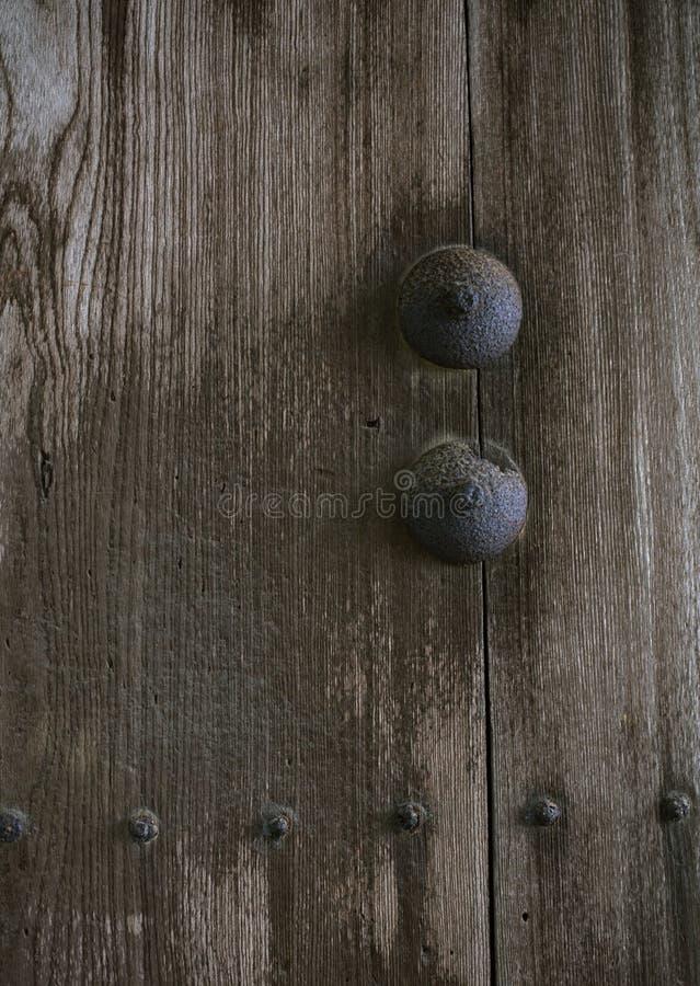 Ξύλινη ιαπωνική λεπτομέρεια μιας πόρτας με το υπόβαθρο μπουλονιών και καρυδιών στοκ εικόνες με δικαίωμα ελεύθερης χρήσης