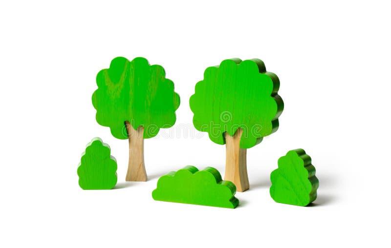 Ξύλινοι αριθμοί των δέντρων και των Μπους σε ένα απομονωμένο υπόβαθρο Η έννοια των δασών και της φύσης Συντήρηση του περιβάλλοντο στοκ εικόνες με δικαίωμα ελεύθερης χρήσης