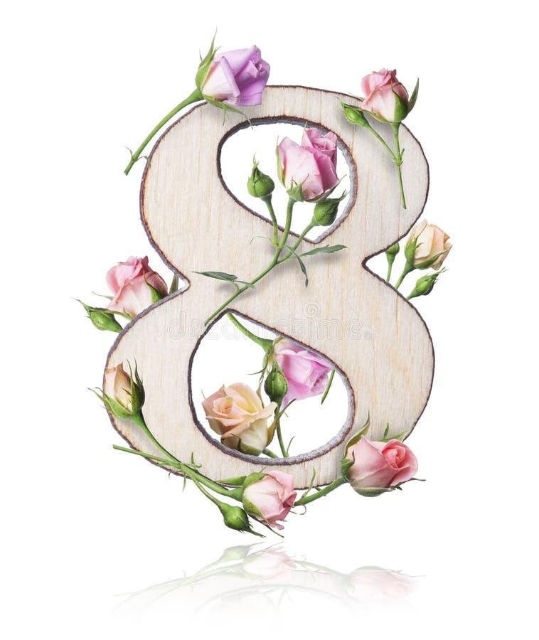 Ξύλινος αριθμός οκτώ με τους κλάδους των τριαντάφυλλων, που απομονώνονται στο άσπρο υπόβαθρο στοκ εικόνα