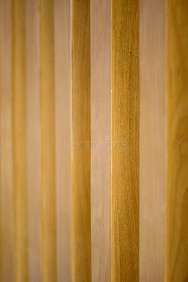 Ξύλινο σιτάρι με το θολωμένο υπόβαθρο στοκ φωτογραφίες
