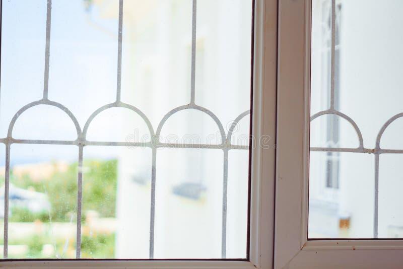 Ξύλινο παράθυρο Ευρεία ξύλινη στρωματοειδής φλέβα στοκ φωτογραφία με δικαίωμα ελεύθερης χρήσης