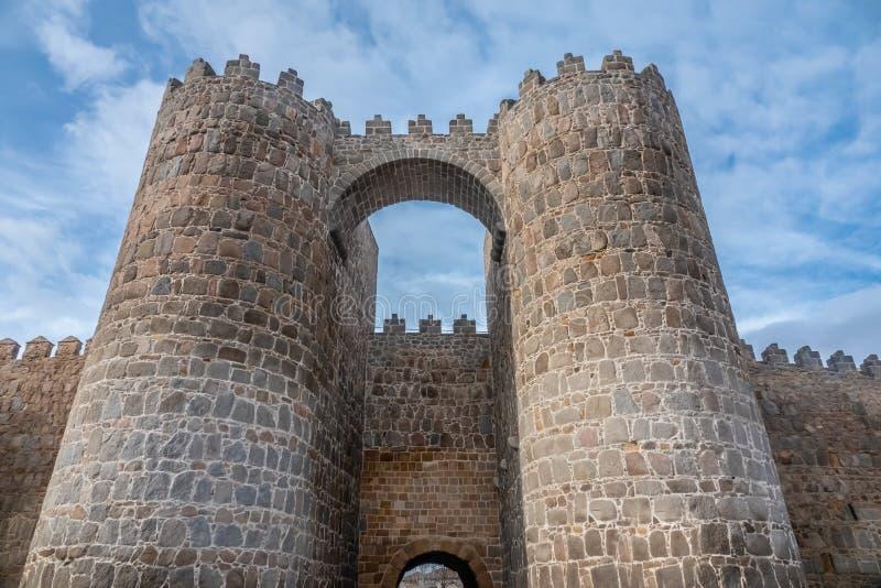 Οι θαυμάσιοι μεσαιωνικοί τοίχοι Avila, Καστίλλη-Leon, Ισπανία Μια περιοχή παγκόσμιων κληρονομιών της ΟΥΝΕΣΚΟ ολοκλήρωσε μεταξύ 11 στοκ εικόνα