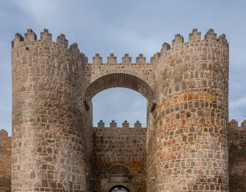 Οι θαυμάσιοι μεσαιωνικοί τοίχοι Avila, Καστίλλη-Leon, Ισπανία Μια περιοχή παγκόσμιων κληρονομιών της ΟΥΝΕΣΚΟ ολοκλήρωσε μεταξύ 11 στοκ φωτογραφία με δικαίωμα ελεύθερης χρήσης