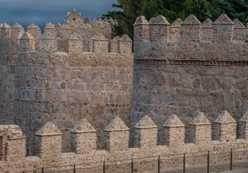 Οι θαυμάσιοι μεσαιωνικοί τοίχοι Avila, Καστίλλη-Leon, Ισπανία Μια περιοχή παγκόσμιων κληρονομιών της ΟΥΝΕΣΚΟ ολοκλήρωσε μεταξύ 11 στοκ εικόνες