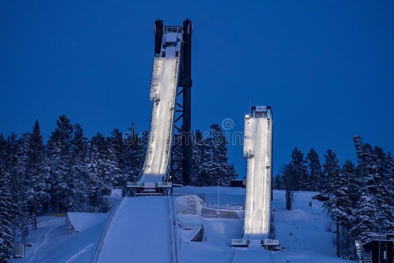Οι διπλοί κλίσεις ή οι πύργοι άλματος σκι σε Falun, Σουηδία στοκ εικόνες