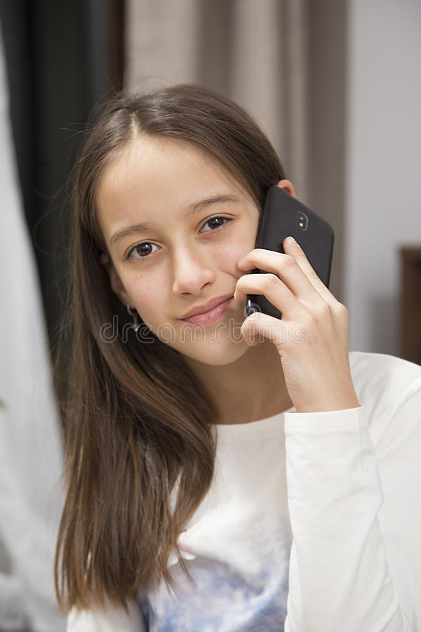 Ομιλία στο τηλέφωνο στοκ εικόνες με δικαίωμα ελεύθερης χρήσης