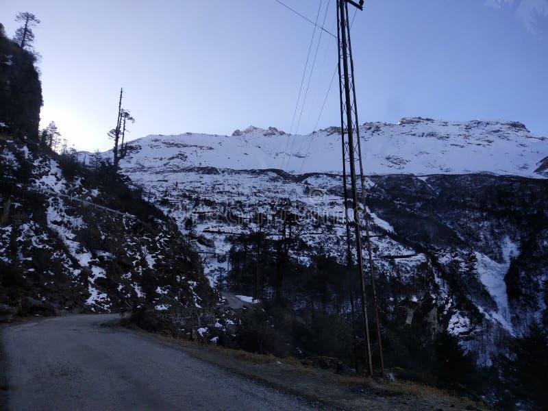 Ομορφιά του χιονιού και των λόφων στοκ φωτογραφία