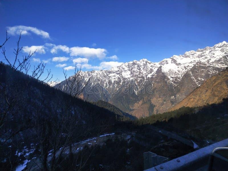 Ομορφιά του χιονιού και των λόφων στοκ φωτογραφίες