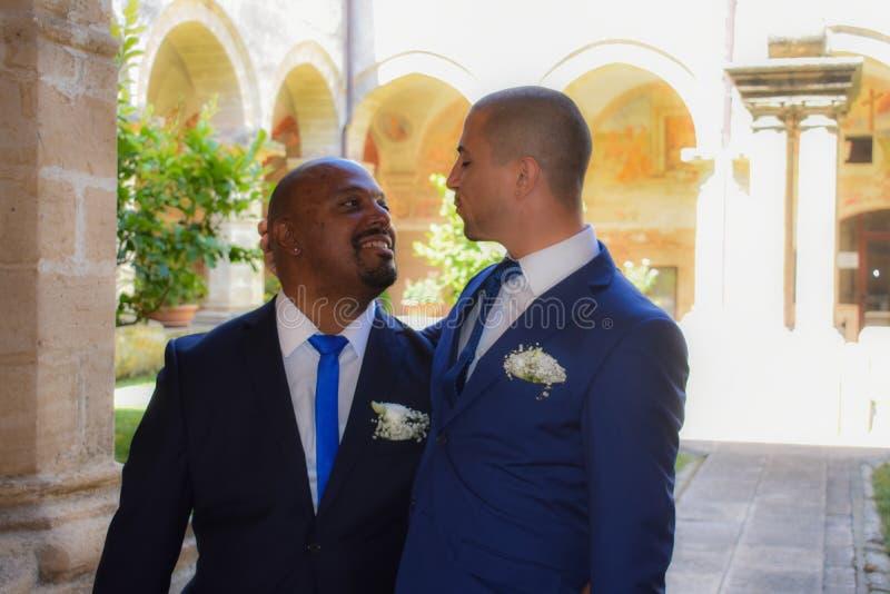 Ομοφυλοφιλικό ζεύγος LGBT που παντρεύεται στοκ φωτογραφία
