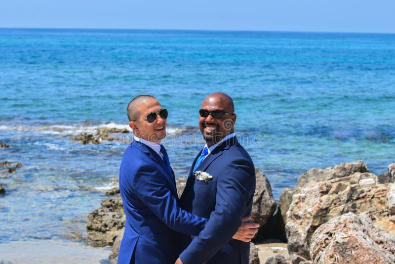 Ομοφυλοφιλικό ζεύγος LGBT που παντρεύεται στοκ εικόνα