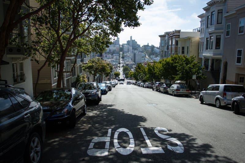 Οδός κλίσεων και αναβάσεων στο Σαν Φρανσίσκο στοκ εικόνες