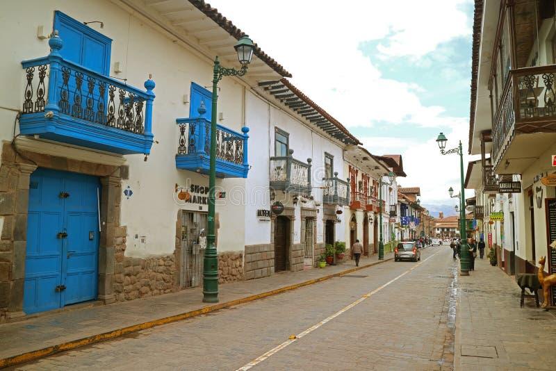 Οδός Saphy που οδηγεί Plaza de Armas Square Cusco ενώ κάποιο χαρούμενο φεστιβάλ που γίνεται, Περού στοκ φωτογραφία