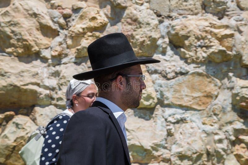 Ορθόδοξοι Εβραίοι της Ιερουσαλήμ στην παλαιά πόλη Ένα άτομο ultra-orthodox εβραϊκό ή Haridi μέσα στοκ φωτογραφία με δικαίωμα ελεύθερης χρήσης
