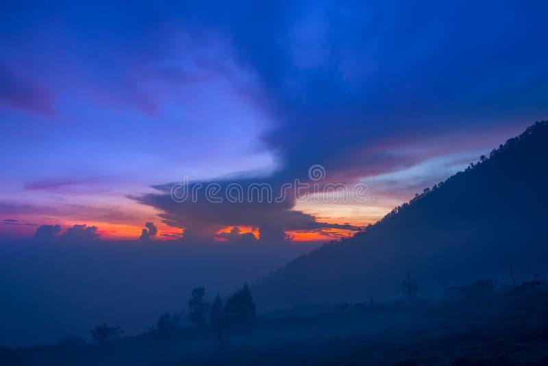 Ουρανός προ-Dawn Mountainside στοκ φωτογραφία με δικαίωμα ελεύθερης χρήσης