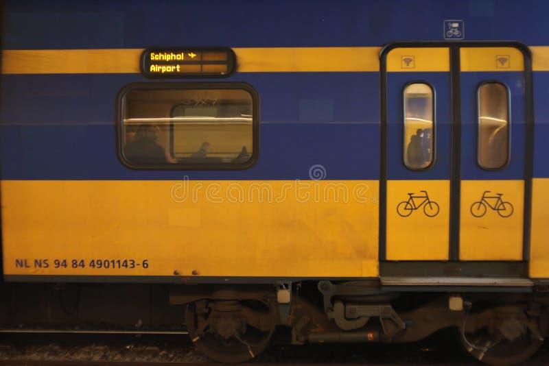 Ουτρέχτη, οι Κάτω Χώρες, στις 15 Φεβρουαρίου 2019: Intercity από το NS που κατευθύνεται σε Schiphol στοκ εικόνα με δικαίωμα ελεύθερης χρήσης