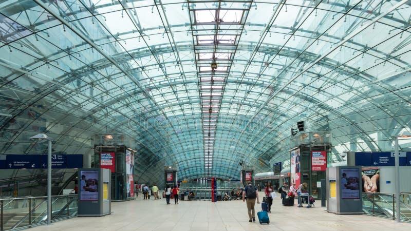 Ο μεγάλης απόστασης σταθμός αερολιμένων της Φρανκφούρτης Αμ Μάιν είναι ένας σιδηροδρομικός σταθμός στον αερολιμένα στη Φρανκφούρτ στοκ φωτογραφία με δικαίωμα ελεύθερης χρήσης