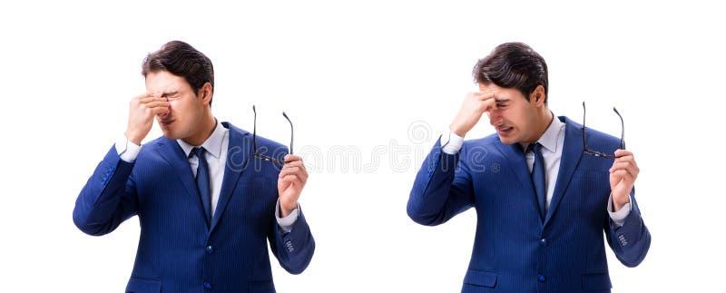 Ο νέος άρρωστος και δυστυχισμένος επιχειρηματίας που απομονώνεται στο άσπρο υπόβαθρο στοκ εικόνες