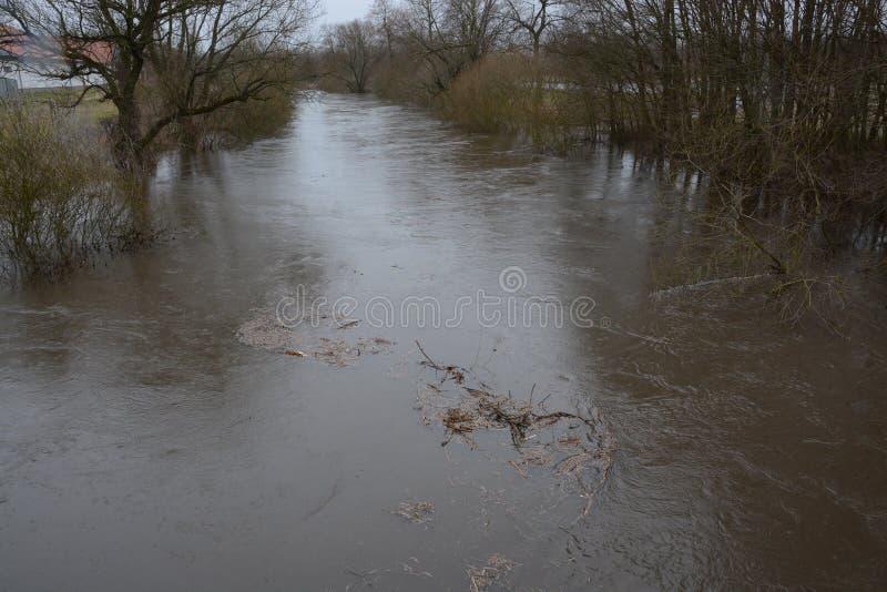 Ο διανεμημένος ποταμός Orlice κοντά στο NAD Orlici του χωριού Tyniste στοκ φωτογραφία με δικαίωμα ελεύθερης χρήσης