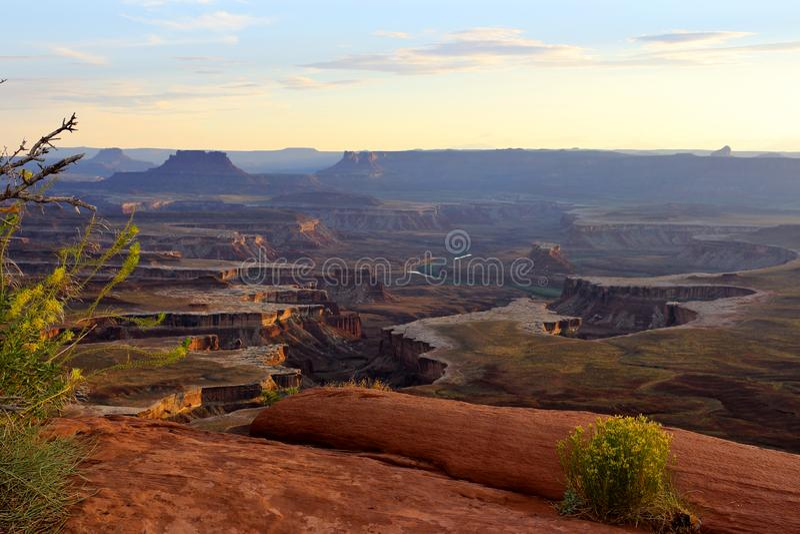 Ο πράσινος ποταμός αγνοεί είναι μια από τις δημοφιλέστερες απόψεις στο εθνικό πάρκο Canyonlands, Utha, ΗΠΑ στοκ εικόνες
