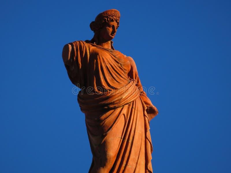 ΈΠ¼ α, une statue antique d'Î du ³ άΠ¿ αίΠ‡ Ï  Î±Ï Î± ½ αΠ» photo stock