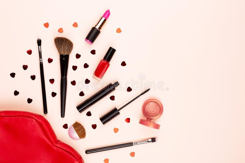 Διάφορη ομορφιά και makeup προϊόντα στοκ εικόνα με δικαίωμα ελεύθερης χρήσης