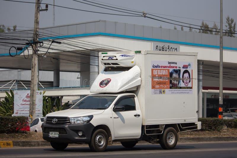 διαφήμιση στο φορτίο του ανοιχτού φορτηγού του ιδρύματος καθρεφτών στοκ φωτογραφία με δικαίωμα ελεύθερης χρήσης