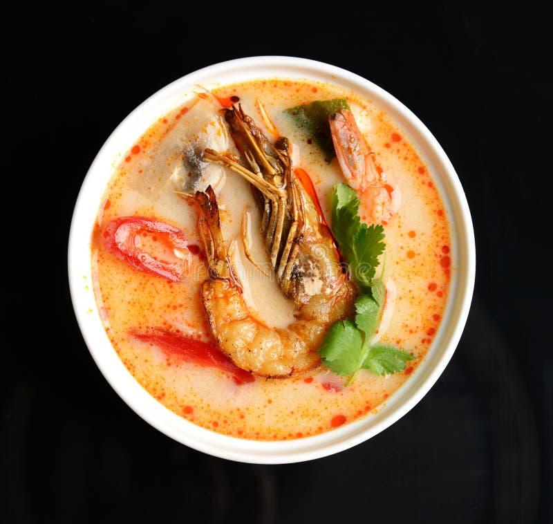Διοσκορέα του Tom kong ή σούπα κουζίνας πιάτων του Tom yum πικάντικη Ταϊλάνδη με το πιπέρι τσίλι γαρίδων βασιλιάδων και mashrooms στοκ εικόνα με δικαίωμα ελεύθερης χρήσης