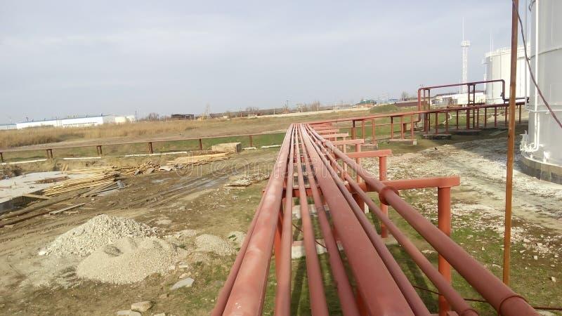 Διοχέτευση με σωλήνες για την άντληση των καθαρισμένων πετρελαιοειδών στοκ φωτογραφίες με δικαίωμα ελεύθερης χρήσης