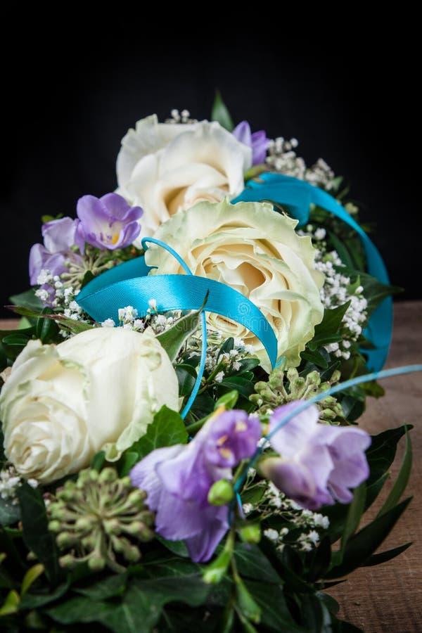 Δροσοσκέπαστο λουλούδι των τριαντάφυλλων στοκ εικόνα