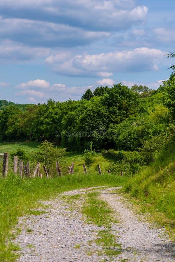 Δρόμος αμμοχάλικου στους λόφους Neviges, Velbert, στοκ εικόνες με δικαίωμα ελεύθερης χρήσης