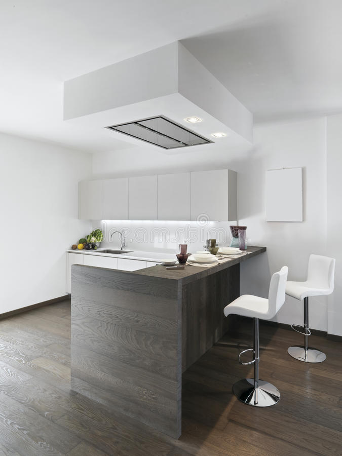 Île de cuisine en bois moderne photos stock