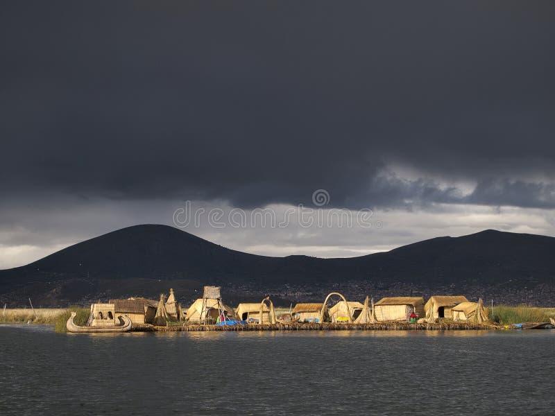 Île de flottement d'Uros sur le lac Titicaca, Pérou photo libre de droits