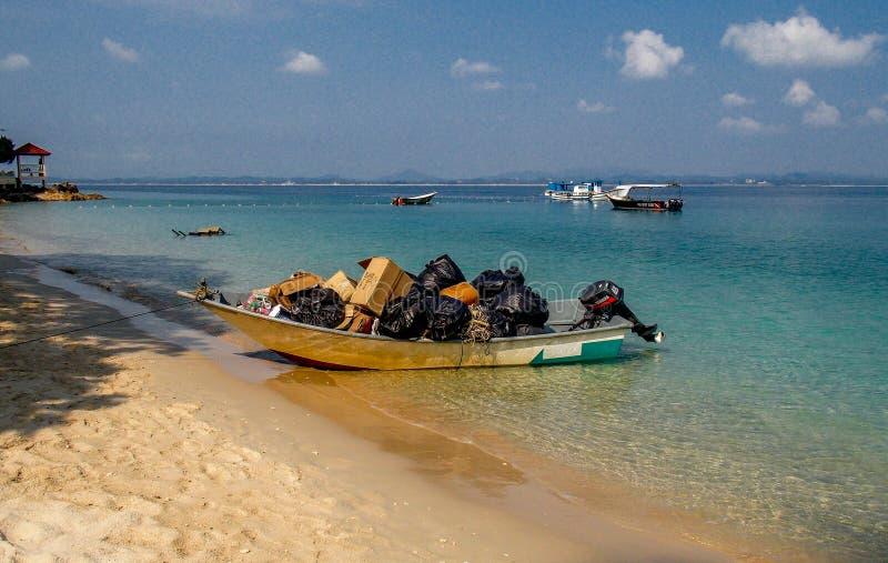 Île de Kapas de bateau de déchets, Terengganu photo libre de droits