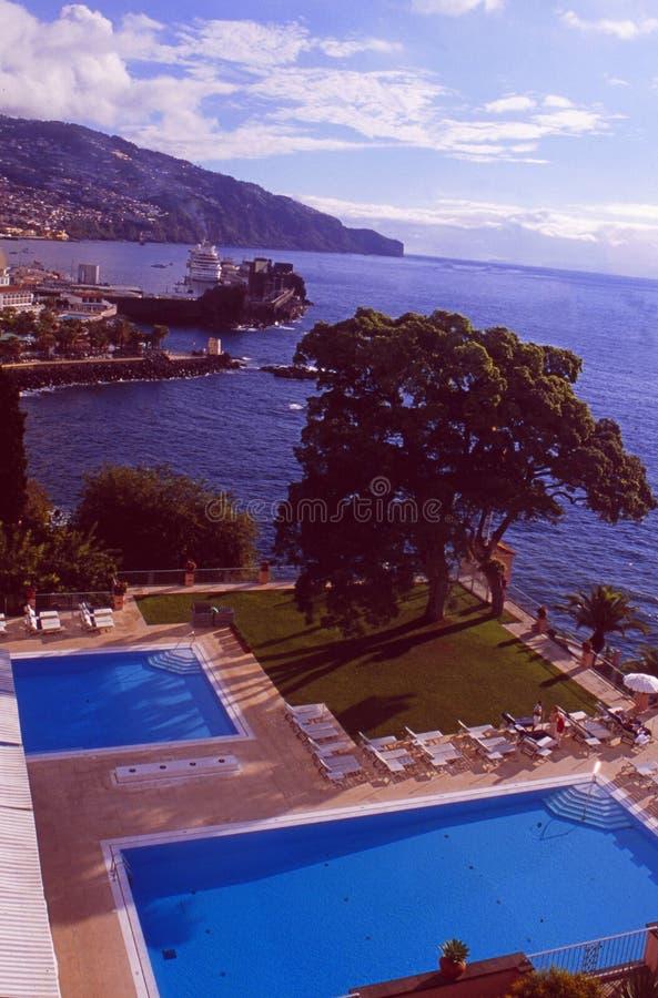 Île de la Madère : La piscine du palais de Reid d'hôtel de luxe à Funchal dessus photographie stock