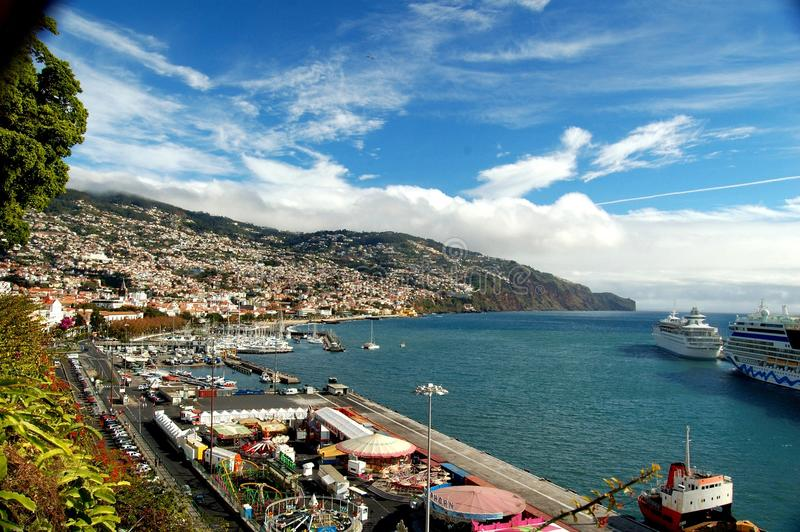 Île de la Madère : Vue de port de Funchal de grand hôtel de Pestana images stock