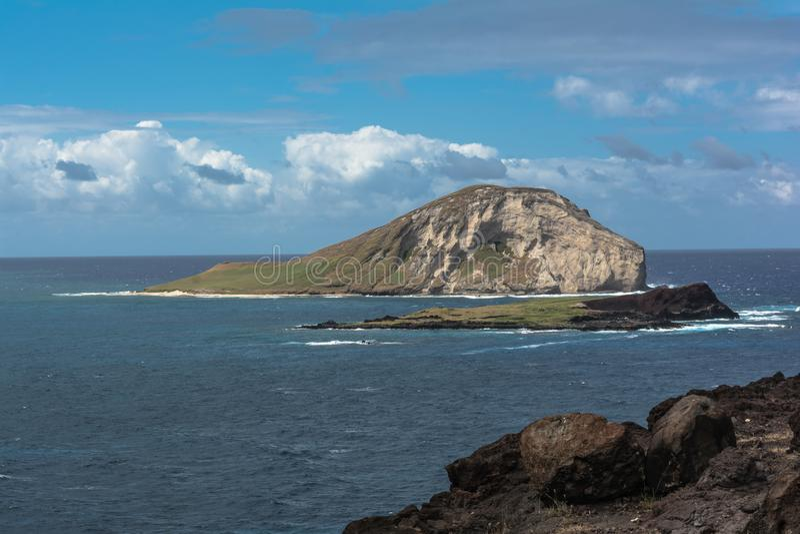Île de lapin devant la plage de Makapuu, Oahu, Hawaï photographie stock